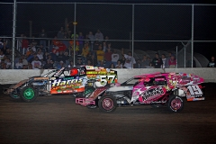 mike-l-vangenderen-and-darin-duffy-fight-over-the-second-spot-during-the-modified-supernationals-main-event